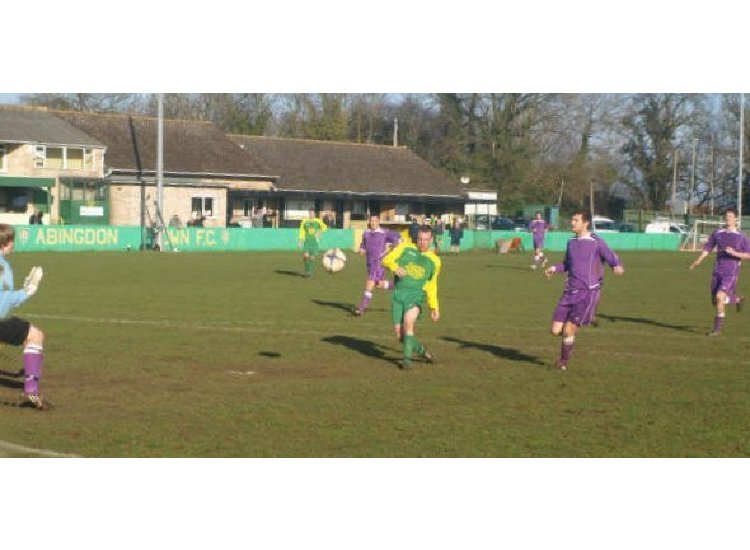 Mark Simms puts Town ahead at home to Chalfont Wasps 21/02/09