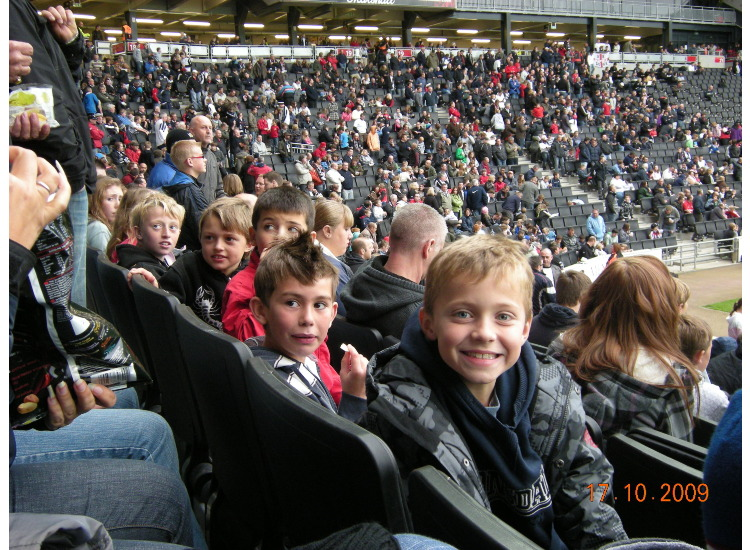 The boys in the stadium before K.O