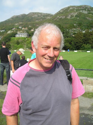 Former Player and Manager John Holland made a rare visit to Barmouth to see the lads play Llandudno Junction in a Welsh Alliance Football League match. No one will ever forget the hard working midfielder who was a prominent team figure in the late seventies/early eighties and especially the winning goal he scored against Penrhyncoch on the final day of the season that clinched the Aberystwyth & District League title in 1981. Great to see you John and you're always welcome down at Wern Mynach.