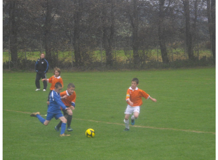 Calum in fine form beating another two Thistle players.
