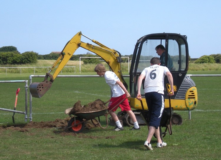 Willing young helpers - Sam & Adam with not-so-young Dave the Digger Man (04/07/09)