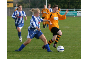 Becky Shaw goes for a tackle