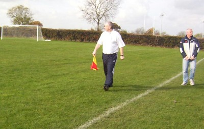 Here's Terry O'Neill the linesman and site admin keeping an eye on the game. Ken however has been watchin his car most of the match and missed all 5 goals.....Only joking