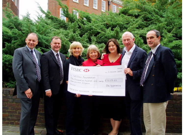 Old Hughendenians Present 1623.22 to the Willow Foundation