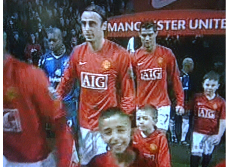 U7 OZ LEADS OUT BERBATOV UTD V SUNDERLAND